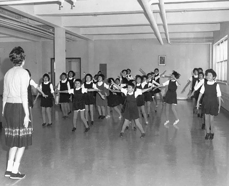 Group of students in dance class at La Tuque school